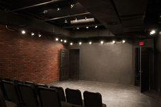 the bridge - New York black-box theatre x sq. Studio Theater, Theatre Geek, Theatre Stage, Theater Plan, Southern Style Homes, Rehearsal Room, Narrow Living Room, Little Theatre, New York Studio