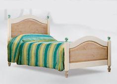 WWW.MOBILIFICIOMAIERON.IT - https://www.facebook.com/pages/Arredamenti-Rustici-in-Legno-Maieron/733272606694264 - 0433775330. letto singolo in legno massello di abete colore Verde e bianco. Tutto in legno massello di prima qualità. Tutto a Euro 365.00 PREZZI IVA COMPRESA E TRASPORTO ESCLUSO. Spedizioni in tutta italia con la massima serietà.