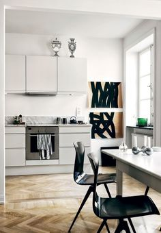 This white HTH kitchen is a dream! We love the marble countertop and the herringbone parquet flooring.