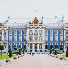 Catherine's Summer Palace, St. Petersburg, Russia. {Swipe to see more}. Our travel consultant @valrobbins1 #palace #gold