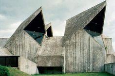 25 Abandoned Futuristic Monuments in Ex-Yugoslavia Concrete Architecture, Gothic Architecture, Amazing Architecture, Interior Architecture, Geometry Architecture, Origami Architecture, Creative Architecture, Historic Architecture, Concrete Building