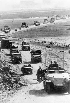 Theater of war, North African campaign Tunesia - german military convoy on the road./March 1943 - pin by Paolo Marzioli Ww2 Pictures, Ww2 Photos, Afrika Corps, North African Campaign, Erwin Rommel, German Soldiers Ww2, Ww2 Planes, Army Vehicles, World Of Tanks