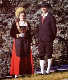 Valle d'Aosta - coppia in costume di Gressoney