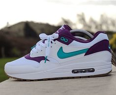The Air Max 1 model was first introduced way back in 1987 and was titled as the first ever shoe to be released with Nike's air cushioning unit on full display. Casual Sneakers, Air Max Sneakers, Sneakers Fashion, Sneakers Nike, Fly Shoes, Kicks Shoes, Air Max 1, Nike Air Max, Streetwear