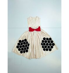 Jeanne Lanvin exhibition Palais Galliera dots in a hexagonal shape #couture #bow red white and black