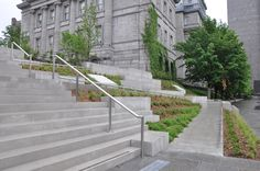 Nous avons participé au projet de réaménagement de la Place Vauquelin au Vieux-Port de Montréal. #accessibilité #DesignUniversel Sidewalk, Stairs, Landscape, Ideas, Design, Home Decor, Puertas, Stairway, Scenery