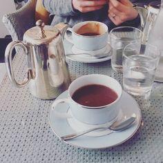 Matka miała dziś wychodne. Lunch w pysznym miejscu na deser prawdziwa gęsta francuska czekolada. Oby poszło w cycki!  Dziecię z rudym synem nie tęsknili. Martwić się tym?   #mamorki #mamanagigancie #czasdlasiebie #czasdlamamy #lunch #czekolada #mniam #omnomnom #chocolate #frenchchocolate #freetime #czaswolny #radość #wolność #swoboda by mamorki