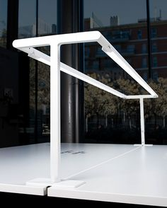 Light & People: Fluvia se presenta en sociedad en Barcelona y Madrid Suspended Lighting, Linear Lighting, Cool Lighting, Lighting Design, Office Lighting, Office Setup, Interior Lighting, Diy Floor Lamp, Decorative Floor Lamps