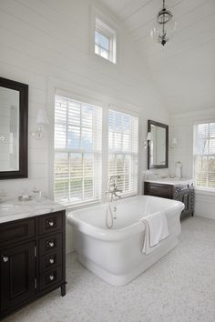 Venetian blinds in bathroom.  Horizontal blinds are great for almost every room. www.sunkistblinds.com