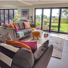 43 Inspiring Open Plan Living Area to Copy Right Now - Colourful Living Room, Cozy Living Rooms, Home Living Room, Living Area, Living Room Decor, Decor Room, Bedroom Decor, Family Room Design, Interior Design Living Room