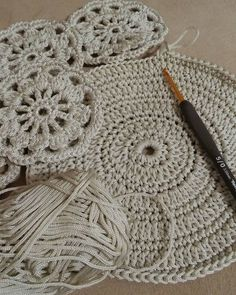 Study In Circles Crochet Motif Table Runner Pattern Crochet Shawl Free, Crochet Mandala Pattern, Crochet Diagram, Crochet Round, Doily Patterns, Crochet Patterns, Diy Crafts Crochet, Crochet Home, Crochet Yarn