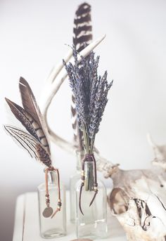 This gorgeous little bunch of dried French lavender adds a perfect fragrant touch in any bohemian home. We've added classic SoulMakes details, by wrapping these delicate stems in soft leather and ador Feather Crafts, Feather Art, Boho Diy, Bohemian Decor, Ideas Vintage, Lavender Bouquet, Wedding Lavender, Home Decoracion, Spell Designs