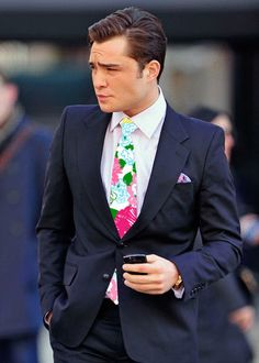 Test Will Determine What Men's Style Turns You On Ed Westwick (Chuck Bass from Gossip Girl) watched the show only for him. Love love loveEd Westwick (Chuck Bass from Gossip Girl) watched the show only for him. Gossip Girls, Gossip Girl Chuck, I'm Chuck Bass, Chuck Bass Style, Sharp Dressed Man, Well Dressed, Dandy, Costume Bleu Marine, Classic Men