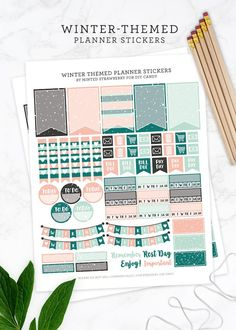 Grab some free printable planner stickers with a winter theme! Perfect for Happy Planner, Day Designer, bullet journal, and more. via @diy_candy