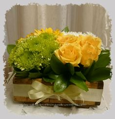 Roses,Daisies and gerberas in a wooden box Daisies, Wooden Boxes, Roses, Flowers, Ideas, Wood Boxes, Margaritas, Wooden Crates, Pink