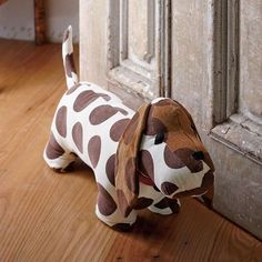 Tope para puerta perrito - These friendly dog door stops are a great and functional gift to give or receive this holiday season!Our irresistible Dog Doorstops are the perfect solution for keeping doors in place. Weighted doorstops filled with ground Sewing Toys, Sewing Crafts, Diy Crafts, Fabric Toys, Fabric Crafts, Softies, Doorstop Pattern, Dog Door Stop, Craft Projects