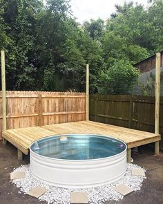Instead of spending a lot of money to buy a swimming pool for this summer, you can also build your own stock tank pool. Check out the instruction and awesome DIY backyard stock tank pool ideas below. Stock Pools, Stock Tank Pool, Swimming Pool House, Swimming Pool Designs, Galvanized Stock Tank, Piscine Diy, Mini Pool, Pool Landscaping, Backyard Pools