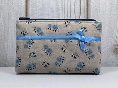Schminktäschchen - ٠Shabby Blumen٠ blaue Mini-Kosmetiktasche  - ein Designerstück von ICED bei DaWanda