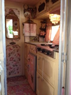 Step on into Lipstick Gypsy& vintage trailer - the Tin Gypsy! Last spring, at the Mes Amis Vintage Antique Show . Vintage Rv, Vintage Caravans, Vintage Travel Trailers, Vintage Campers, Vintage Hutch, Retro Campers, Vintage Camper Interior, Trailer Interior, Trailer Decor