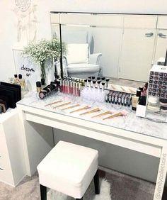 Super Ideas For Makeup Vanity Decor Beauty Room Vanity Room, Vanity Desk, Mirror Vanity, Diy Vanity, Vanity Shelves, Modern Makeup Vanity, Makeup Table Vanity, Room Shelves, Sala Glam