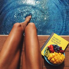 Um dia de piscina merece ser compartilhado. Cores alegres podem melhorar muito a qualidade de uma foto