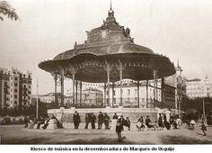 Kiosco de música en la desembocadura de c/ Marques Urquijo (Madrid).