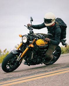 The new Yamaha #xsr900 is everything the #fz09 should have been, and I can't…