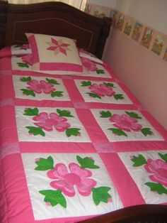 tendido Baby Girl Bedding, Baby Girl Quilts, Baby Bedding Sets, Girls Quilts, Amish Quilts, Easy Quilts, Patch Quilt, Quilt Blocks, Homemade Quilts