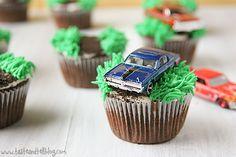 Racecar Cupcakes Armstrong Hee Harroun {Taste and Tell} Hot Wheels Birthday, Hot Wheels Party, Race Car Birthday, Monster Truck Birthday, Baby Boy Birthday, Car Themed Parties, 4th Birthday Parties, Birthday Bash, Birthday Ideas