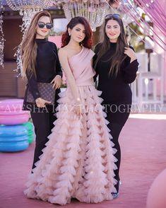Beautiful Pakistani Dresses, Pakistani Formal Dresses, Pakistani Wedding Outfits, Pakistani Dress Design, Stylish Dresses For Girls, Stylish Dress Designs, Prom Dresses For Teens, Short Dresses, Girls Dresses
