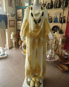 Algerian Fashion: Chaoui dress #algeriantraditionaldresses #Algérie #الجزائر…