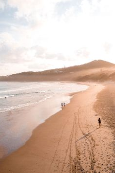 How to Spend 5 Days in Byron Bay - RatPack Travel Coast Australia, Australia Travel, Places To Travel, Places To Go, Byron Bay Beach, Beach Vacation Outfits, Australian Beach, Airlie Beach, Surfing