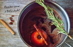 Vinho Quente com Chocolate e Especiarias Uma bebida indicada para dias frios e de chuva assim como este hoje, por exemplo. Aquece, perfuma e conforta a alma e o coração....   400 ml de vinho do Porto  1 maçã 50 g de chocolate 70º de cacau Raminhos de alecrim 2 cravinhos  1 pau de canela  100 g de açúcar amarelo ou mascavado 30 g cacau em pó  2 estrelas de anis    Levar ao lume numa panela e até ferver, o vinho, o açúcar, o cacau e as especiarias e deixe que ferva. Corte as maçãs ao meio e…