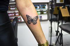 Tattoo borboleta realista/pontilhismo. Contato: mauratat2@gmail.com #tattoo #portoalegre #mauratattoo #veranitattoo #blackwork #pontilhismo #tattooborboleta #butterflytattoo
