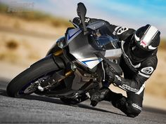 Image Gallery: The 2015 Yamaha YZF-R1 and R1M in Action