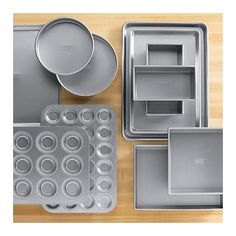 Finding The Right Cake Pan For Your Recipe: Baking pans can almost always be swapped for other cake pan equivalents Wilton Cake Decorating, Cake Decorating Supplies, Baking Supplies, Baking Basics, Baking Tips, Baking Pan, Sheet Cake Pan, Baking Utensils, Pan Sizes