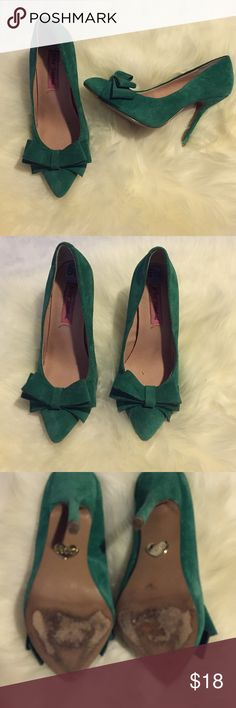 Betsey Johnson emerald green suede pumps Good condition bow pumps Betsey Johnson Shoes Heels