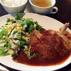 豚のカツレツ カプレーゼサンド 絶品デミグラスソース(限定15食) 1000円