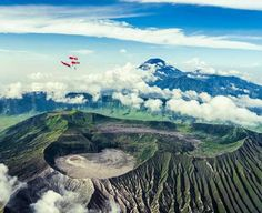 Locuri incredibile: deasupra vulcanilor activi din Indonezia