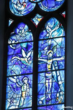 Marc Chagall - 1978/85, Stained glass windows with crucifixion. Sankt Stephan in Mainz
