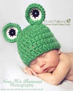 Free crochet pattern baby frog hat. #freecrochetpattern #freehatpattern