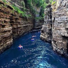 "This Insane ""Mini Grand Canyon"" Is Only One Hour Away From Montreal Us Travel Destinations, Places To Travel, Places To See, Ontario Travel, Excursion, Destination Voyage, Canada Travel, Canada Trip, Rafting"
