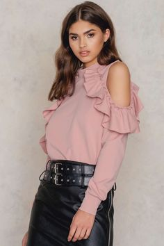 Cold Shoulder Ruffle Top Top À Volants, Ruffles, Rose Vieux, Douche Froide, e44d5e91758c