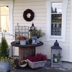 Hello friends, is anybody else as crazy about wooden spools as I am? W e have an old wooden spool in our backyard that I found on Cr. Wooden Spool Projects, Wooden Spool Tables, Wooden Cable Spools, Backyard Pergola, Diy Patio, Backyard Landscaping, Pergola Ideas, Outside Plants, Outside Patio