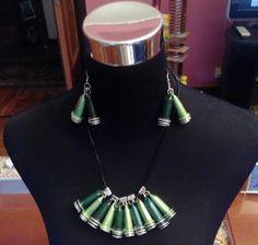 #Collar bicolor de conos con #cápsulas de #café #nespresso  #DIY #HOWTO #ecología #reducir #reciclar #reutilizar