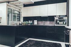 Yksi Domuksen näyttelykeittiöistä TaloTalossa. #keittiö #kontrasti #kaluste #säilytys #rakentaminen #remontointi #sisustaminen #kitchen #decorating #decor #talotalo #inspiration