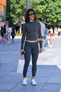 Yoga Pants Girls, Girls In Leggings, Model Magazine, Gym Style, Beautiful Asian Girls, Leggings Fashion, Sport Outfits, Clothes For Women, Women's Clothes