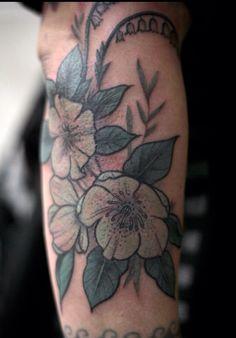 alice carrier, at anatomy tattoo in portland, oregon. Anatomy Tattoo, Botanisches Tattoo, Botanical Tattoo, Body Mods, Color Tattoo, Ink Art, Tattoo Inspiration, Tattoo Artists, Body Art
