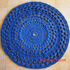 Crochet en 80 labores: Sección alfombras (de trapillo azul intenso)