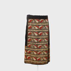 Romanian skirt from Muscel   Fotă de Muscel, piesă de costum popular de sărbătoare, decorată cu motive alese cu fir auriu, argintiu şi mătase vişinie. Mijlocul sec. XX